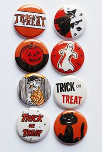 Chipboard mini albums - Shelley's flair buttons - Retro Halloween